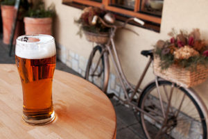 Eine Person mit 1,6 Promille darf ein Fahrrad wegen absoluter Fahruntüchtigkeit nicht fahren.