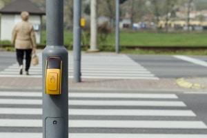Oft wird eine 2-Phasen-Ampel als Bedarfsampel eingesetzt. Das Umschalten wird durch Knopfdruck ausgelöst.