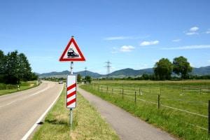 Bei Zeichen 156 ist ab 240 m vor dem Bahnübergang das Überholen verboten.
