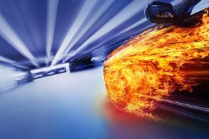 Ab wann ein Fahrverbot bei Geschwindigkeitsüberschreitung droht, hängt von der Zahl der km/h ab.