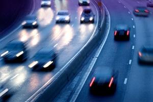 Welches Bußgeld droht, wenn ich statt mit Abblendlicht mit dem Standlicht bei Dunkelheit fahre?