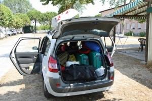 Vor längeren Fahrten (z. B. in den Urlaub) sollten auch Pkw-Fahrer eine Abfahrtkontrolle durchführen.