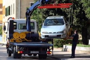 Auto abschleppen: Die Kosten fürs Falschparken muss der Autofahrer zahlen.