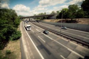 Häufig findet eine Abstandsmessung auf der Autobahn statt.