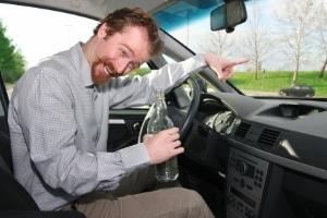 Alkohol am Steuer stellt häufig eine abstrakte Gefahr im Straßenverkehr dar.