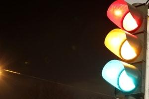 Lichtsignale für Autofahrer: Neben Rot und Grün zeigt die Ampel auch Gelb.