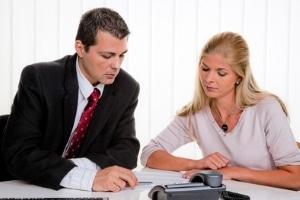 Ein Anwalt für Verkehrsvertragsrecht kann Ihnen bei Fragen rund um Ihren Kfz-Vertrag behilflich sein.