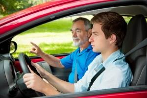 Auf die Autobahn auffahren: In der Fahrschule ist dies ein wichtiges Thema.