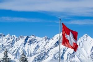 Müssen Sie zahlen, wenn Sie wegen eines Delikts auf der Autobahn in der Schweiz eine Busse erhalten?