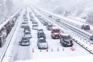 Das Autofahren bei Schnee erfordert eine hohe Konzentration.