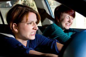 Beim Autofahren im Regen in Aquaplaning geraten? Bewahren Sie Ruhe!