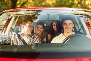 Ein Autounfall ohne Gurt soll durch die Anschnallpflicht verhindert werden.