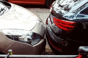 Zwar ist Barfuß-Fahren erlaubt, bei einem Unfall kann dies aber dennoch Folgen haben.
