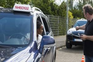 Weisen Betroffene die Fahreignung nach, können Sie eine Behindertenfahrschule besuchen.