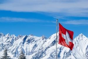 Im Bergland sorgen Schneeketten für Verkehrssicherheit im Winter.