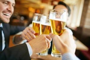 Betrunken Auto zu fahren, kann schwerwiegende Folgen haben.