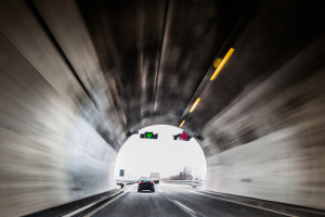 Im Tunnel sind Blitzer meist fest installiert.