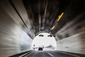 Achtung: Nicht selten befinden sich Blitzer im Tunnel.