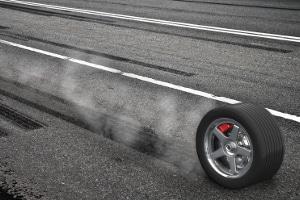 Der Bremsweg wird maßgeblich dadurch beeinflusst, wie stark gebremst wird.