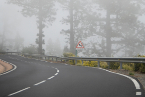 Ein  Bußgeld für eingeschaltete Nebelscheinwerfer ist nicht bei Nebel, Regen oder Schneefall zu erwarten.