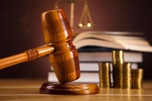 Ob ein höheres Bußgeld statt einem Fahrverbot möglich ist, entscheidet das Gericht.