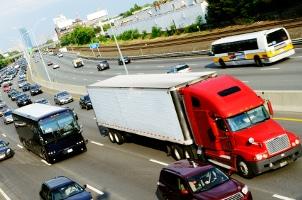 Das Bußgeld für die Überladung eines LKW kann variieren.