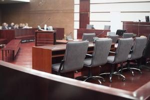 Wenn Sie den Bußgeldbescheid anfechten, kann der Fall vor Gericht landen.