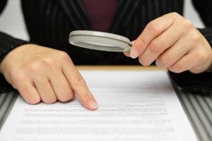 Sie können den Bußgeldbescheid von einem Anwalt prüfen lassen.