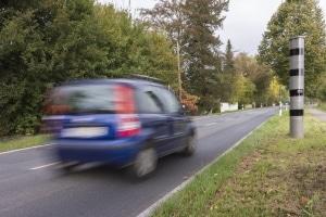 Unter anderem droht ein Bußgeldbescheid nach einer Geschwindigkeitsüberschreitung.
