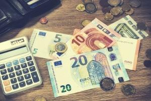 Mit dem Bußgeldrechner können Sie sich kostenlos die Sanktionen aus dem Bußgeldkatalog berechnen lassen.