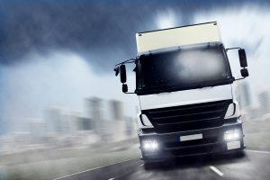 Mit dem Führerschein C1E können Lkw mit einem schweren Anhänger (mehr als 750 kg) gefahren werden.