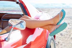 Darf ich mit Flip-Flops Auto fahren oder ist das verboten?