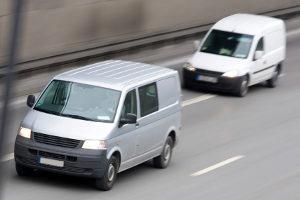 Wenn andere Kraftfahrer drängeln, kann eine Strafe folgen.