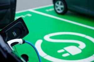 Buchstabe E bei Kennzeichen: Für Hybrid- und Batterieelektrofahrzeuge ist das möglich.