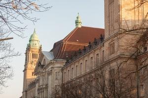 Bei einem Einspruch gegen den Bußgeldbescheid fallen Kosten vor Gericht an.