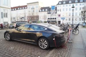 Wenn Sie Elektrofahrzeuge kaufen, können Sie eine Prämie erhalten.