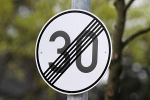 Das Ende einer Geschwindigkeitsbegrenzung kann z. B. durch das Zeichen 278 angezeigt werden.