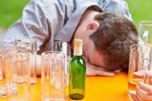 Nach Alkohol- oder Drogenmissbrauch wird die Fahreignung in der Regel durch eine MPU überprüft.