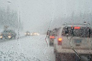 Das Fahren bei Regen kann durchaus zur Herausforderung werden.