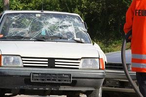 Wenn es beim Fahren ohne Brille zu einem Unfall kommt, kann das teuer für den Fahrer ohne Sehhilfe werden.