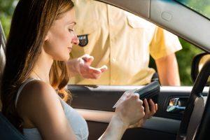 Beim Fahren ohne Fahrerlaubnis machen Sie sich strafbar. Der Führerschein ist als Nachweis mitzuführen.