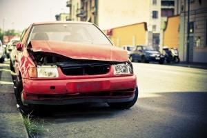 Wenn Sie eine Fahrerflucht als Zeuge mitbekommen, machen Sie sich bei Verlassen des Unfallorts nicht strafbar.