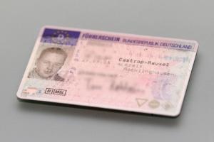 Sie brauchen den EU-Kartenführerschein, um die Fahrerkarte verlängern zu lassen.