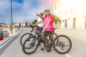 Ein Fahrrad mit Elektro-Motor schont die Kräfte.