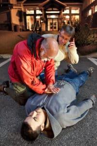 Beim Fahrradunfall leisten Sie sofort Erste Hilfe!