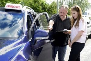 In der Fahrschule für Lernschwache erhalten die Fahrschüler ein intensives Training.