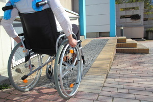 Eine Fahrschule für Rollstuhlfahrer muss barrierefrei sein.