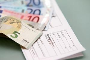 Wird das Fahrtenbuch nicht geführt, droht ein Bußgeld von 100 Euro.