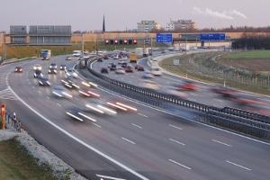 Fahrverbot: Auf der Autobahn eine Geschwindigkeitsüberschreitung zu begehen, kann den Führerschein gefährden.