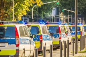 Für manche Fahrzeuge gelten Sonderrechte beim Halteverbot.